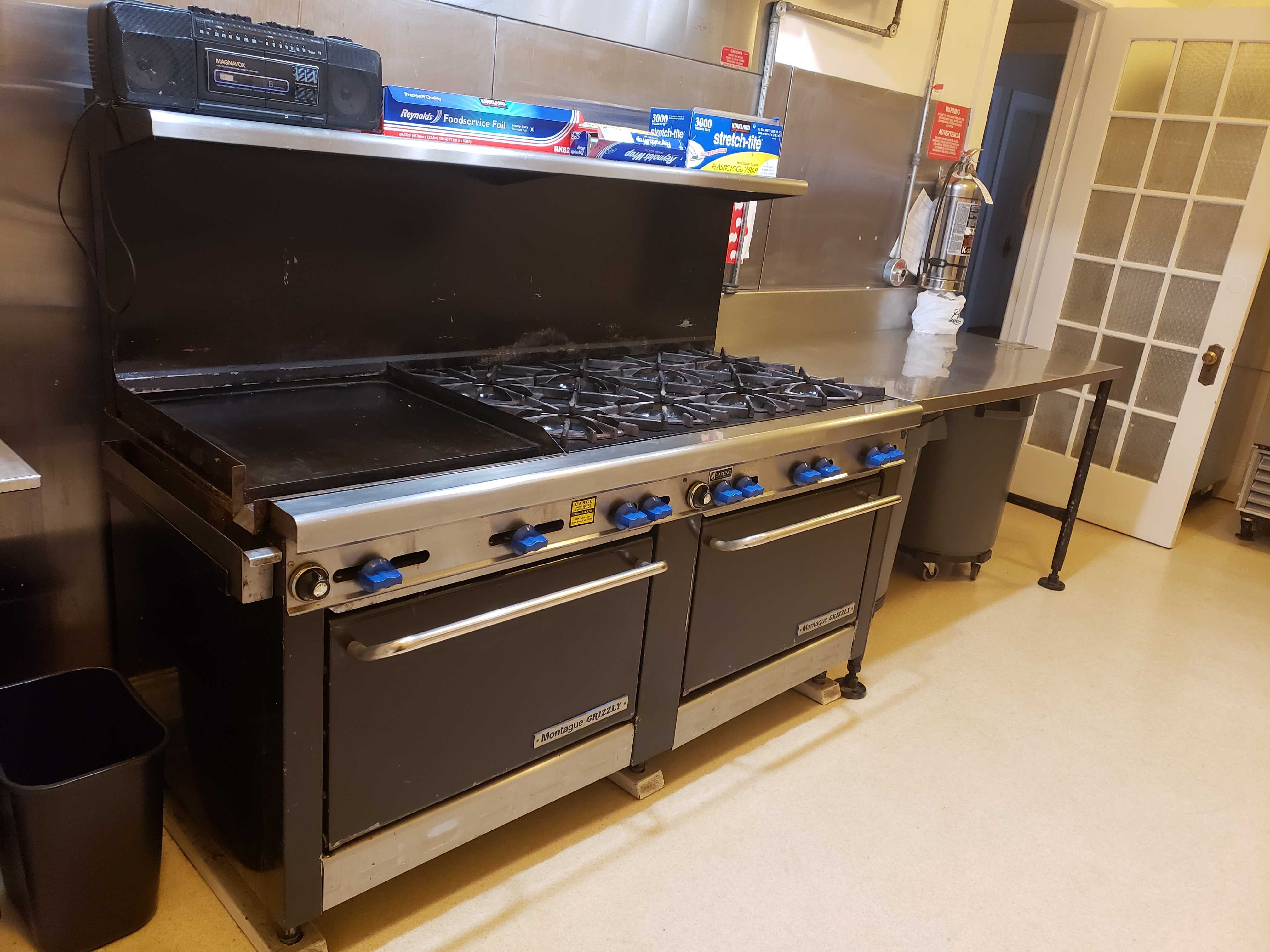 3rd floor Kitchen Stove